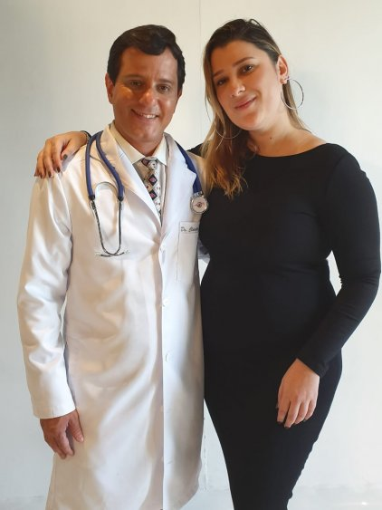 O médico das celebridades e a diretora Karol Barcelos da Agência W Model Group International.