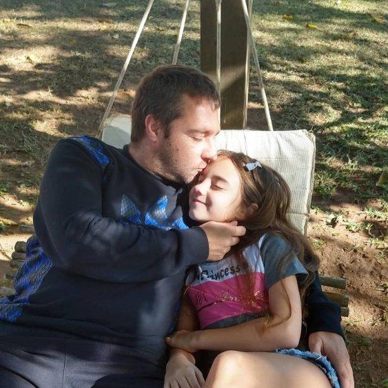 Atriz mirim Lara Fanganiello e seu pai - Foto: Divulgação