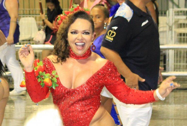 Rainha de Bateria Andréa Capitulino